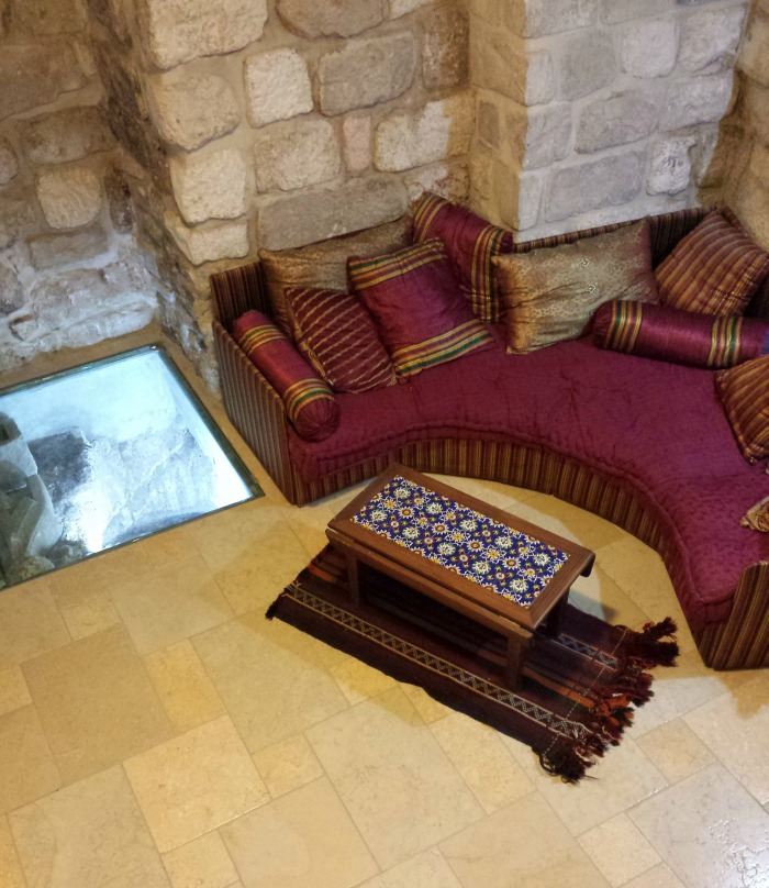 An apartment in the Old City of Jerusalem with archaeological finds in its basement